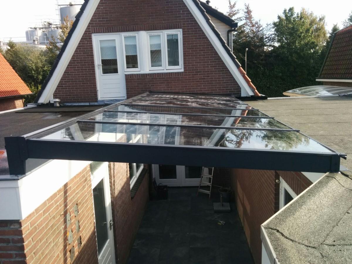 Alufox Carport tussen huis en garage