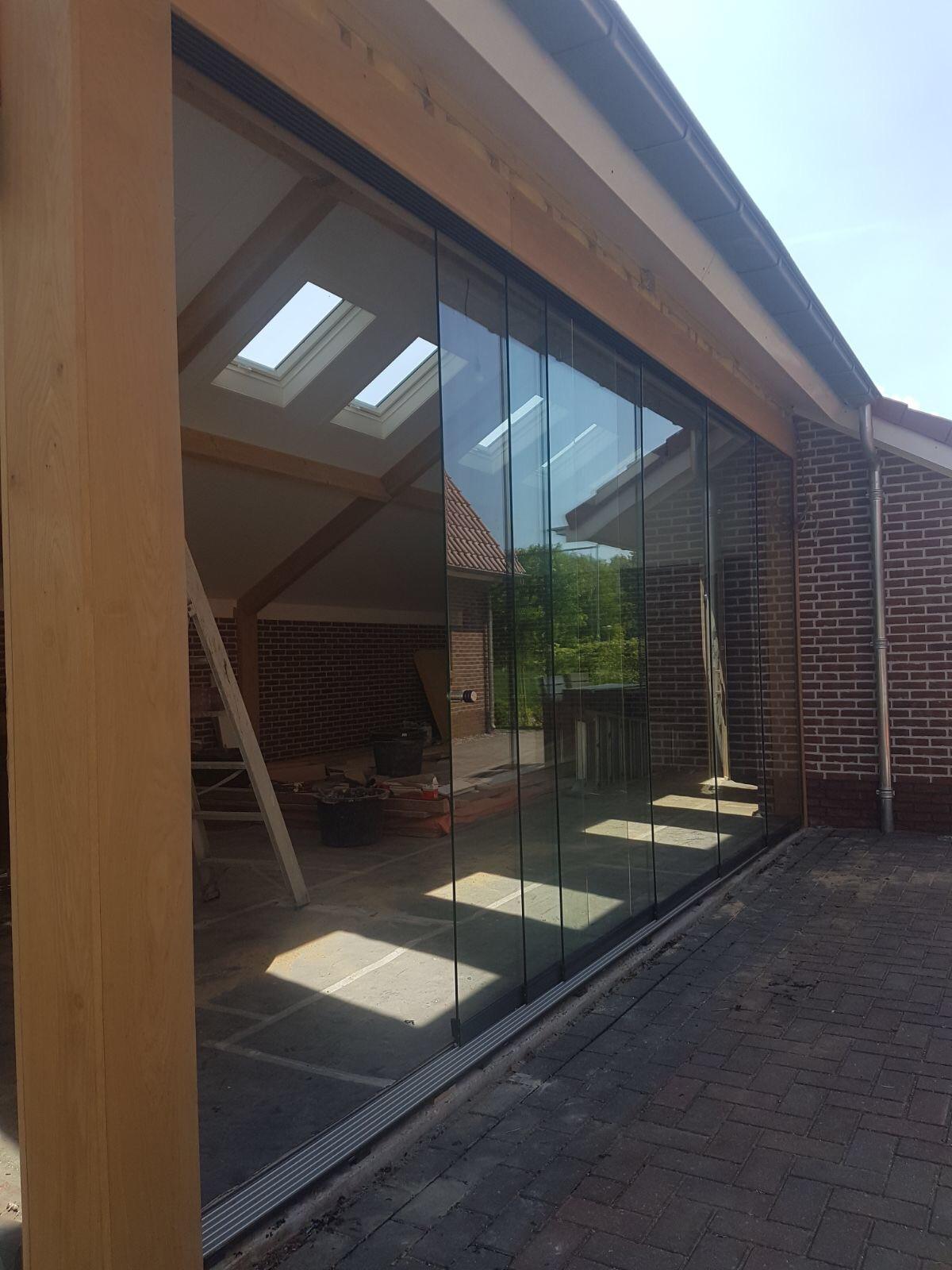 Alufox Schuifwanden Glas Houten schuin dak